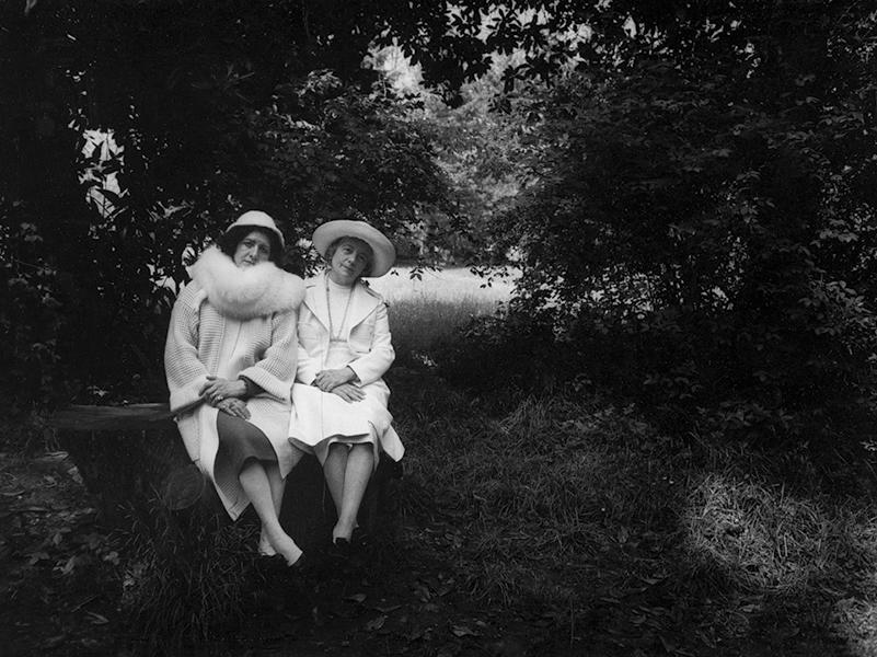 Sisters, 1984
