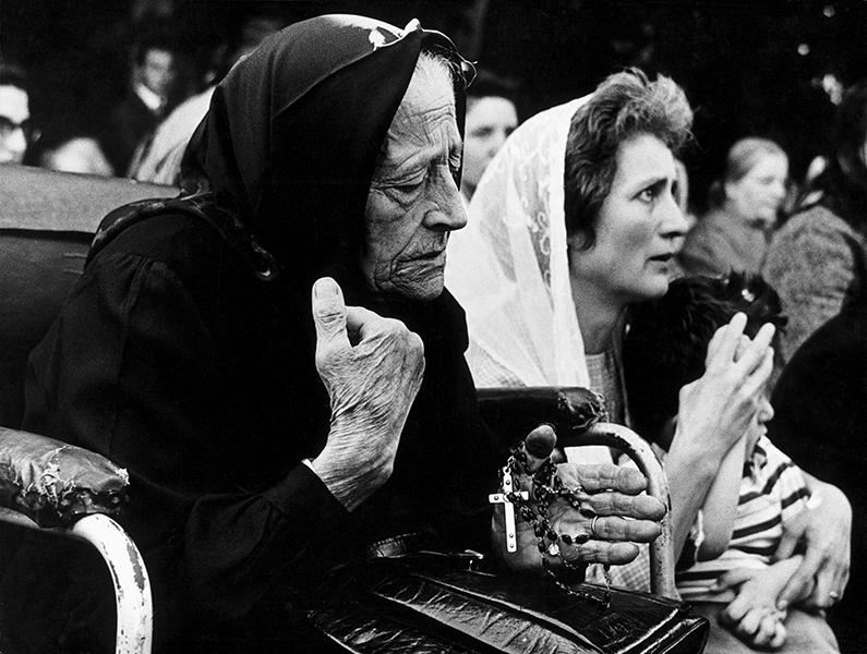 Pilgrims to Caravaggio shrine, 1956