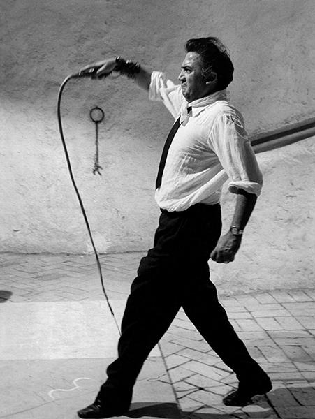 Federico Fellini directing Otto e mezzo, 1963