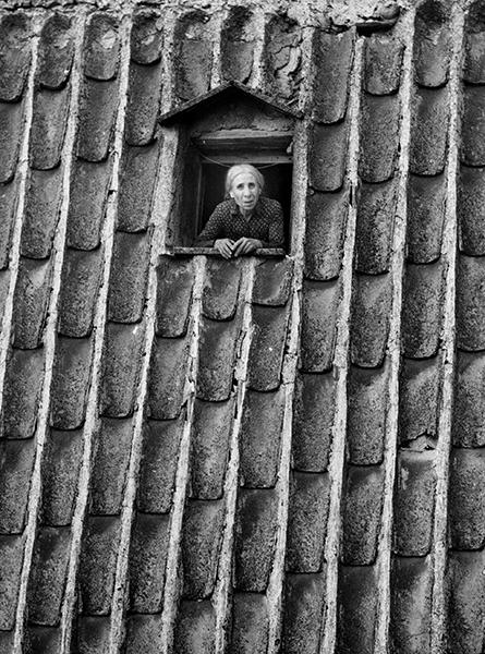 Vizzini. Wall of tiles, 1955