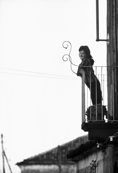 Linguaglossa. Woman at the balcony, 1963